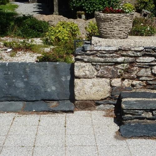 Le mur d''enceinte de l''enclos de Saint-Mayeux