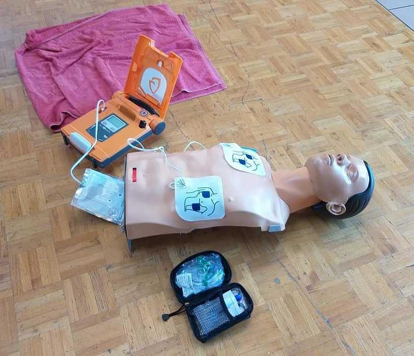 Un défibrillateur à St Martin des Prés fbimg1615552873195